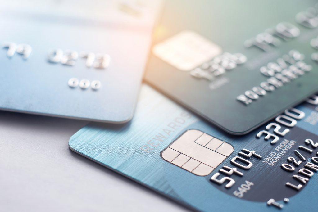 ¿Cuándo me interesa utilizar una tarjeta de crédito y una de débito